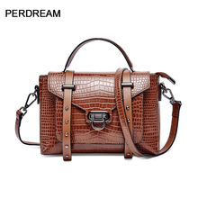Leather handbags European and American retro crocodile pattern lock messenger bag handbag fashion shoulder messenger bag european and american fashion crocodile pattern new handbag patent leather bright pu shoulder portable messenger bag 2018 new