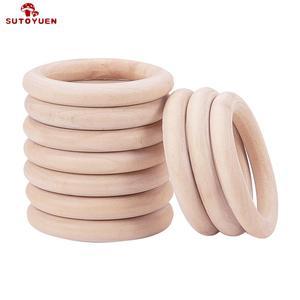 Image 1 - Sutoyuen Baby Beißring 100 stücke Holz Runde Holz Ring 40 70mm DIY Armband Handwerk Geschenk Holz Beißring Natürliche zahnen Zubehör