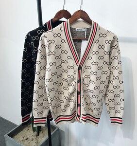 Image 1 - Sonbahar ve kış erkek jakarlı ve Fit up v yaka örme erkek moda trendi basit retro rahat kazak erkekler