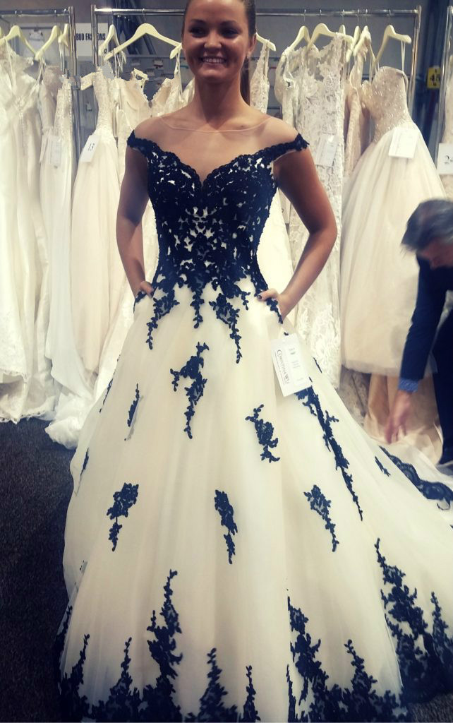Black And White Wedding Dresses With Pockets Elegant Gothic Wedding Dress For Women Lace Appliques Robe De Mariee 2019 Casamento