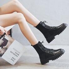 Les nouvelles bottes de bas sont polyvalentes avec des bottes courtes de moto respirantes et belles de style britannique