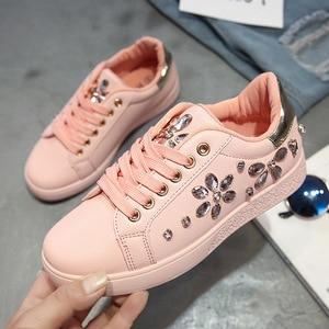 Image 2 - Zapatillas de deporte de moda para mujer, zapatos planos con diamantes de imitación, informales, suaves, de marca, rosa, negro, blanco, ZH2656, 2020