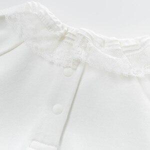 Image 5 - DB13789 dave bella frühjahr baby mädchen nette solide spitze brief shirts säuglings kleinkind tops kinder hohe qualität kleidung