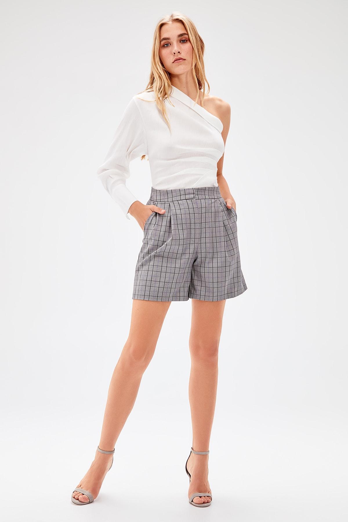 Trendyol Black Plaid Shorts TWOAW20SR0026