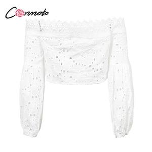 Image 5 - Conmoto 白レースのセクシーなブラウスオフショルダービーチ夏クロップトップ中空アウト女性 blusa 刺繍ブラウスシャツ