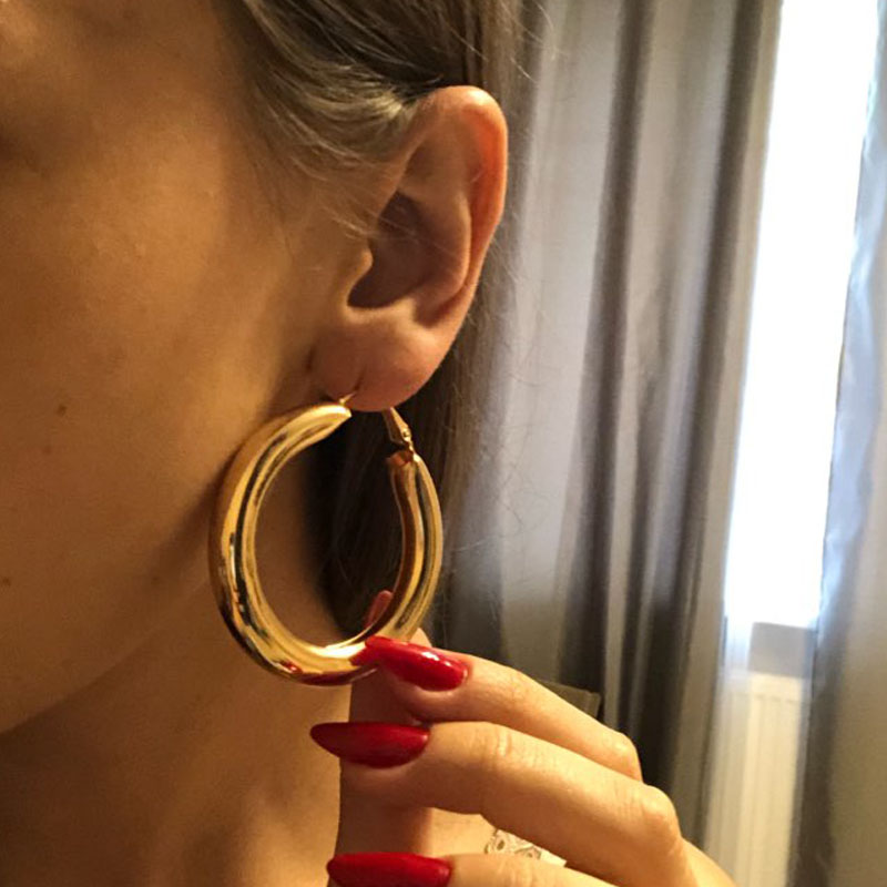 2019 Alloy Round Punk Hoop Earrings For Women Shiny Polished Circle Earring Brinco God Sliver Color Fashion Jewelry Wholesale in Hoop Earrings from Jewelry Accessories