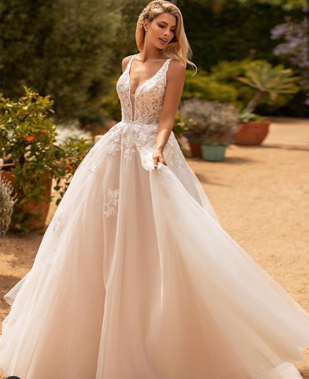 2020 Long  A-Line V-Neck Floor Length Wedding Dress  Tulle Lace Appliuqes Bridal Gowns Backless  Vintage Style Charming 2019