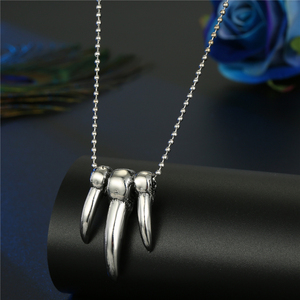 Image 2 - Hiphop Rock Animal Skeleton Skull Spider Fish Bone Necklaces Pendant For Men Women Personality Beads Sweater Chains Jewelry N95