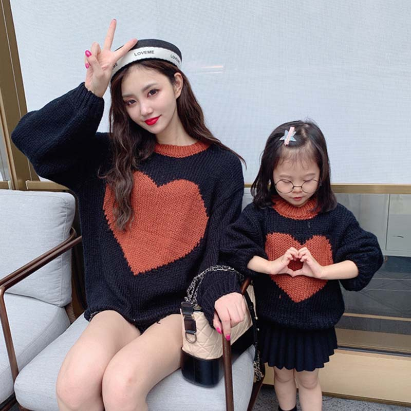 2019 Winter Autumn Peach Heart Printing Sweaters Family Matching Clothes Look Mother Daughter Son Baby Boy Girls Warm Sweater