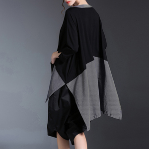 Image 2 - [EAM] 2020 New Spring Round Neck Long Sleeve Black Gray Irregular Plaid Hem Split Joint Big Size T shirt Women Fashion Tide JE68