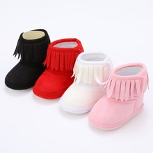 Зимние ботинки с бахромой для новорожденных девочек; однотонные теплые ботинки из хлопка с мягкой подошвой и бахромой; 0-18 месяцев