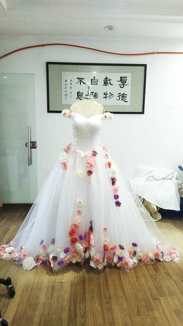 2020 White Off Shoulder Quinceanera Dresses Ball Gown Tulle 15 anos Flowers Fluffy Dresses Sweet 18 Vestidos Elegant Prom Dress