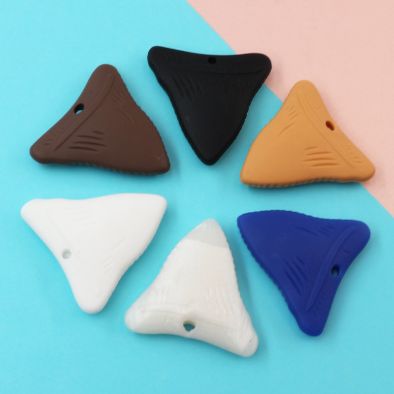 Купить с кэшбэком 2PCS Shark Tooth Silicone Chew Necklace for Teething Babies and Kids Sensory Teether Pendant to Soothe Gums