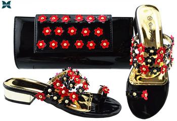 Letnie pantofle w stylu wysokie obcasy buty i torba na nowy rok imprezy słodki styl na królewskie wesele pantofle sandały tanie i dobre opinie QSGFC Kopyt obcasy Niska (1 cm-3 cm) Pasuje prawda na wymiar weź swój normalny rozmiar Moda Metalu dekoracji Party Wiosna jesień