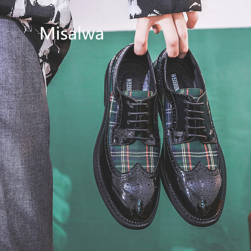 Misalwa Personality Men's Modern Brogue Shoes Mixed Color Green Red Formal Oxford Wingtip Shoes Patent Leather Pointed Flats