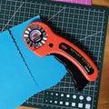 Ergonomische Griff 45mm Quilter Rotary Cutter Wellig Rand Leder Schneiden Werkzeug Kreisförmige Klinge DIY Patchwork Nähen Quilt Fit olfa