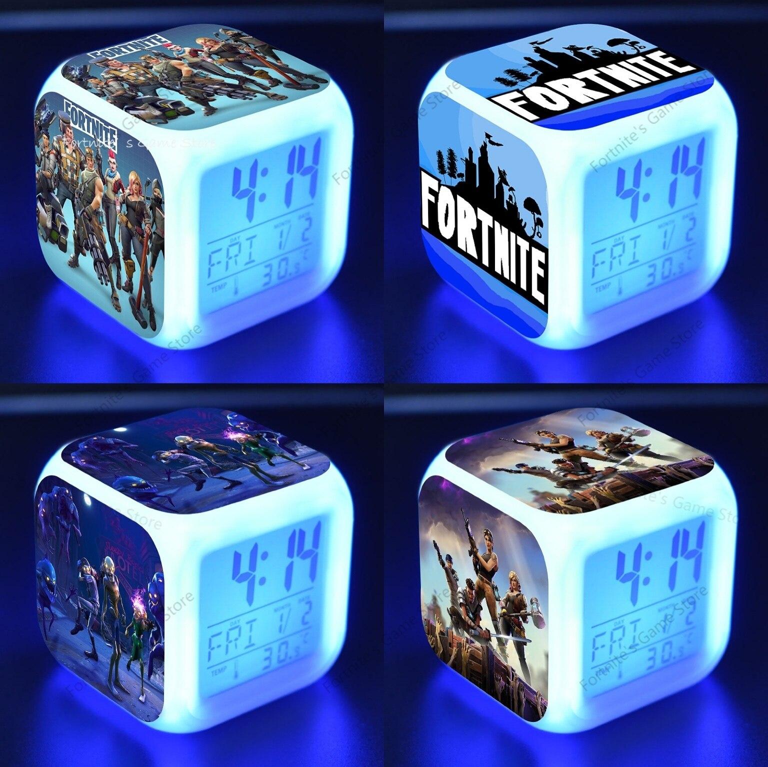 Fortnite Будильник цифровой световой светодиодный часы две недели детская настольная мини-фигурка аниме наклейки на стену домашний декор Гост...