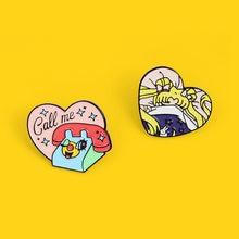 Broche de corazón Girl de dibujos animados para hombre y mujer, PIN esmaltado con solapa para camisa, insignia, Pines, accesorios de joyería