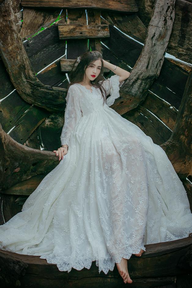 Fée blanc grand littéraire rétro lourd broderie dentelle robe printemps bord de mer vacances plage robe