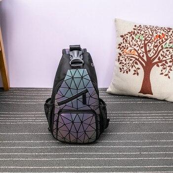 Φανταστικό Φωσφορούχο Γυναικείο Σακίδιο Πλάτης και Στήθους 2 σε 1 με Γεωμετρικά Μοτίβο Γυναικείο Ολογραφικό Γεωμετρικό backpack που Λάμπει στο Σκοτάδι 3d Γυναικεία Τσάντα Στήθους που Φωσφορίζει τη Νύχτα