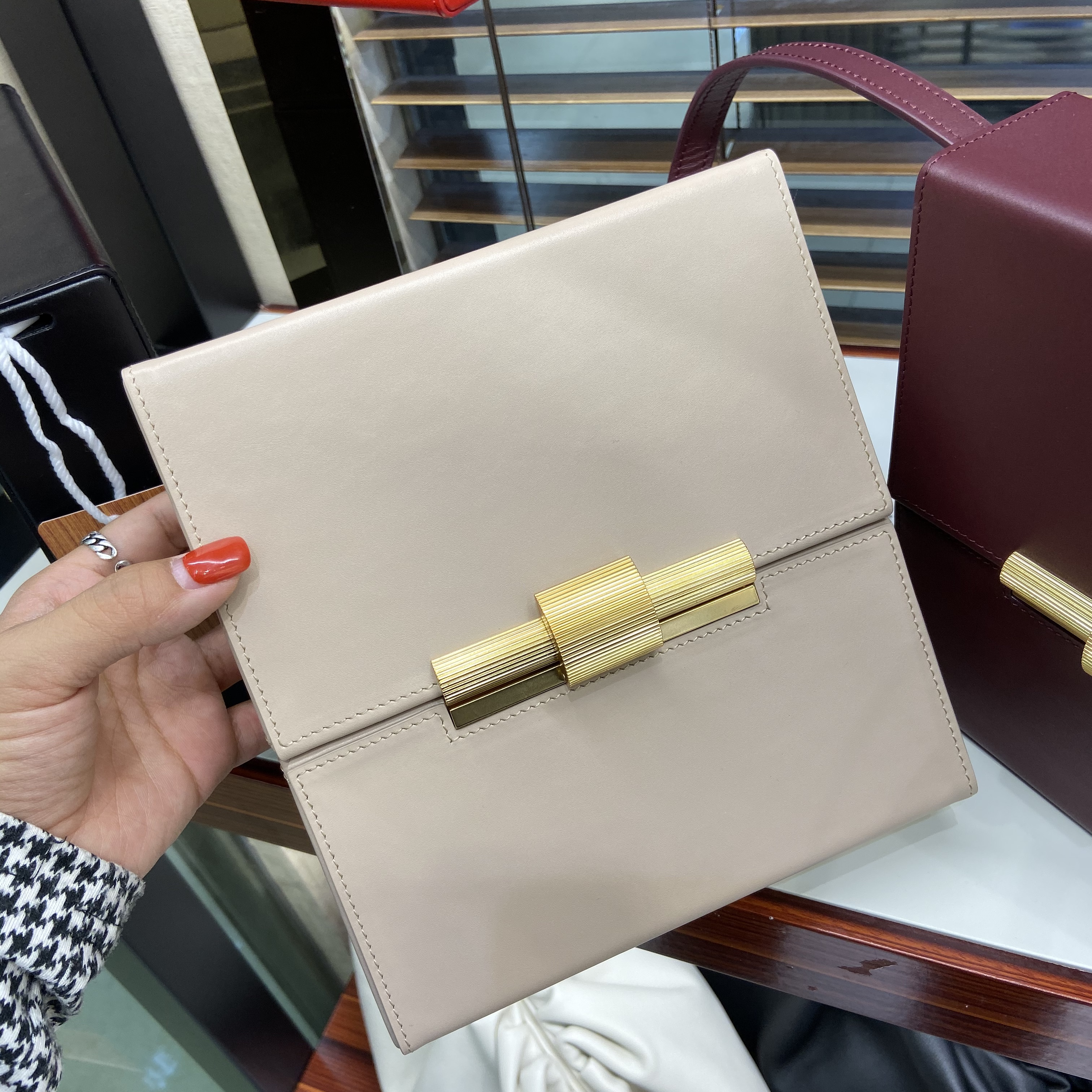 by H November Newest Women's Vintage Box Bag Genuine Leather Small Purse Golden Closure Sqaure Bag Mini Messenger Bag