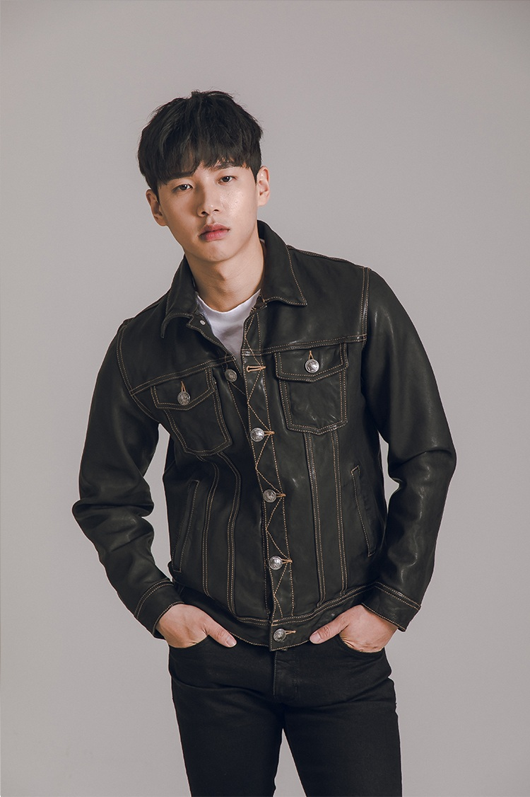 YR!Free Shipping.Quality Classic Casual Water-washed Sheepskin Jacket,genuine Leather Coat,texture Duplicated Jeans Jacket.