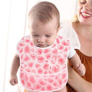 Babero impermeable para bebé de TPU resistente a olores con estampado de dibujos animados bonito y a la moda lavable a prueba de manchas y reutilizable de 6-24 meses