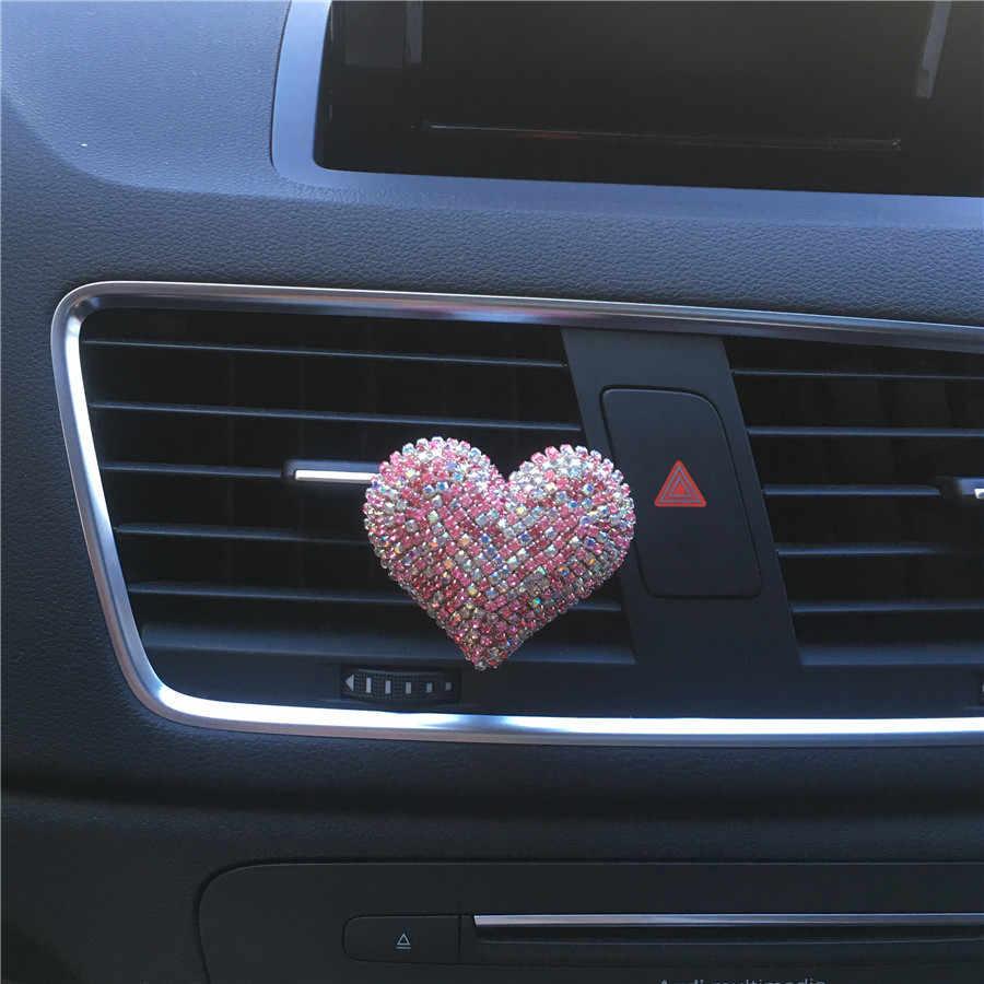Bling Bling seksi dudaklar sevgi dolu kalp çıkış havalandırma parfüm klip araba hava spreyi araba dekorasyon İç araba aksesuarları kızlar için