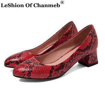 2020 nuevos zapatos de piel de serpiente para mujer Zapatos de tacón de cuero PU bombas de mujer tamaño más grande 47 zapatos de fiesta de boda para primavera otoño
