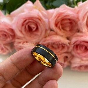 Image 3 - Preto e ouro das mulheres dos homens anel de carboneto de tungstênio banda casamento acabamento fosco pip corte conforto ajuste offset sulcado presente aniversário