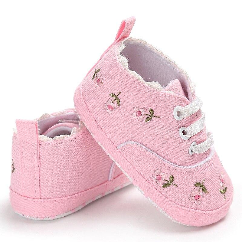 0-18 mois premiers marcheurs enfant en bas âge bébé fille Floral brodé chaussures souples pour nouveau-né chaussures de marche 4