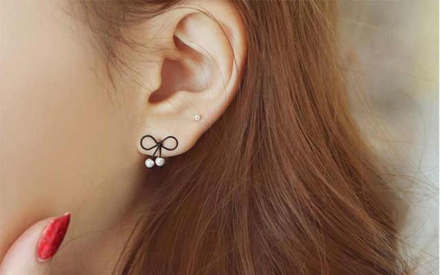 Bohemio Versitile moda nuevo estilo Simple blanco y negro con patrón pequeño arco pendientes de perlas barniz para hornear anillos para las orejas de las mujeres