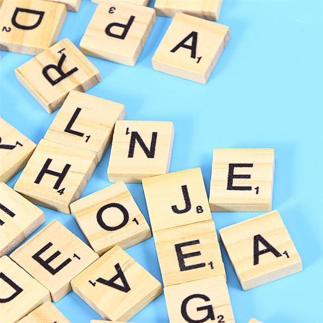 100 adet DIY ahşap harfler harfler fayans Scrabble harfler değiştirme fayans kare mektubu oyunları büyük el sanatları için yazım