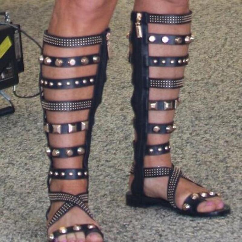 Женские босоножки на низком каблуке с металлическими заклепками в римском стиле женские сапоги до колена с открытым носком и боковой молни