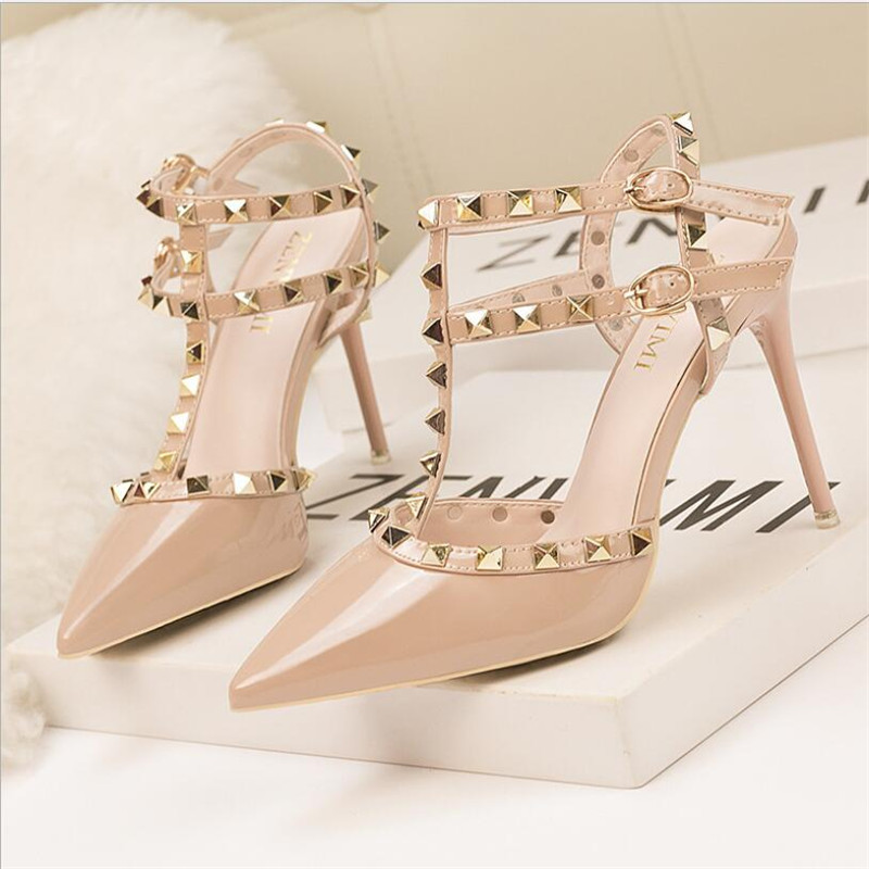 2019 New Rivet Double Buckle Fashion Women Sandals High Heels Pointed Cut-Outs Party Shoes Women Solid Patent Leather Rome Shoes