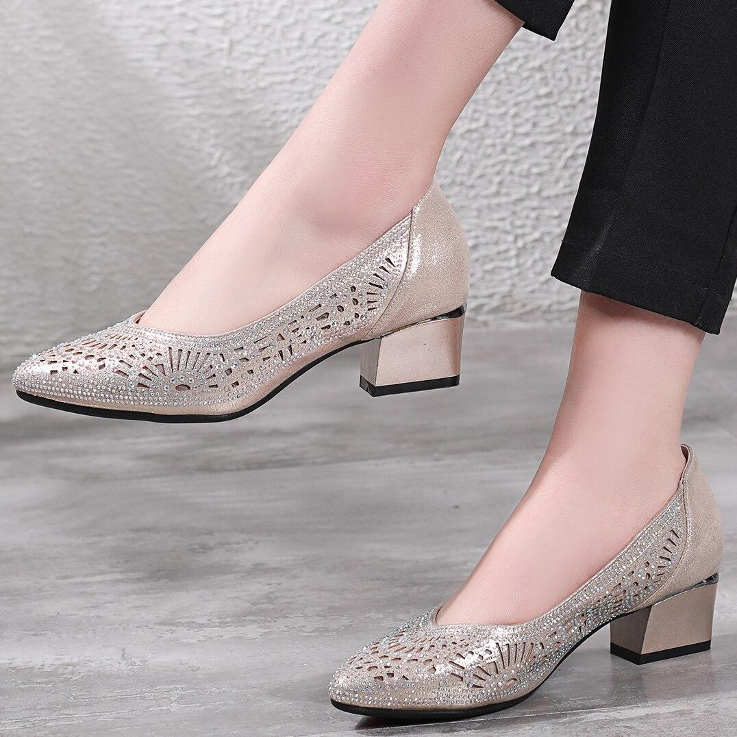 2019 sandales à chaussures avec doré avec des chaussures pour femmes creuses
