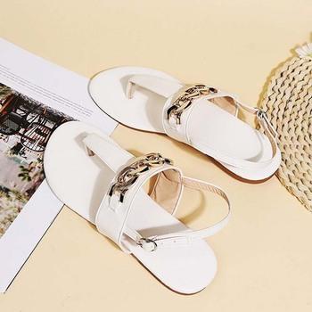 Kobiety mieszkania sandały Clip Toe metalowy łańcuszek pasek z klamrą buty damskie wygodne buty damskie moda plaża Casual 2021 lato tanie i dobre opinie YBX TREND CN (pochodzenie) Mieszkanie (≤1cm) 0-3 cm Na co dzień Nowoczesne sandały Płaskie z Otwarta RUBBER Dobrze pasuje do rozmiaru wybierz swój normalny rozmiar