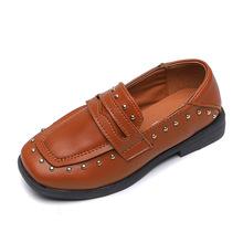 2020 wiosna nowe buty dla dzieci skórzane buty dla dużych chłopców dziewcząt nit klasyczny Oxford brytyjski styl chłopcy Casual mieszkania mokasyny tanie tanio JGVIKOTO RUBBER Unisex Pasuje prawda na wymiar weź swój normalny rozmiar 10 t 11 t Mieszkanie z black brown 26-36 rivets