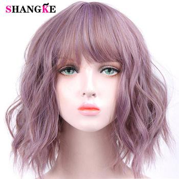 SHANGKE krótkie faliste peruki dla czarnych kobiet afroamerykanów syntetyczne włosy fioletowe peruki z grzywką żaroodporne peruka do Cosplay tanie i dobre opinie Wysokiej Temperatury Włókna Falista 1 sztuka tylko 120 Średnia wielkość