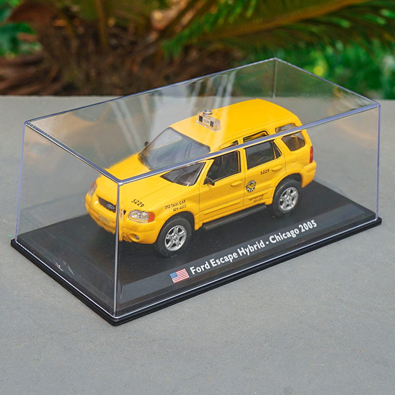 Collectable 2005 Ford Escape Hybrid Chicago Yellow Taxi Model