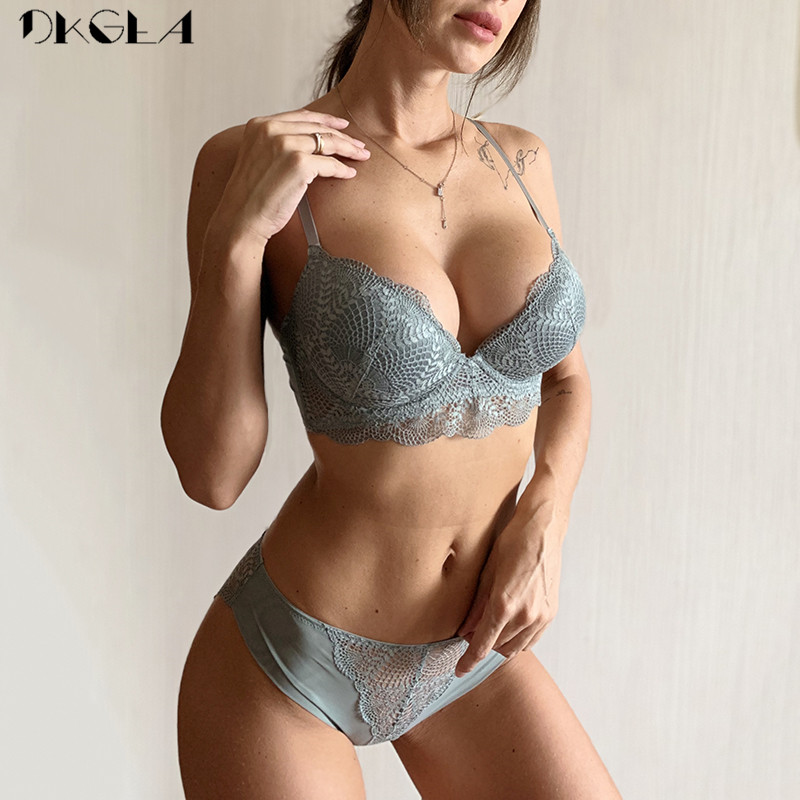 Fashion White Bra Panties Sets Sexy Brassiere Deep V Push Up Bra Women Lingerie Set Embroidery Lace Underwear Set Cotton Thick