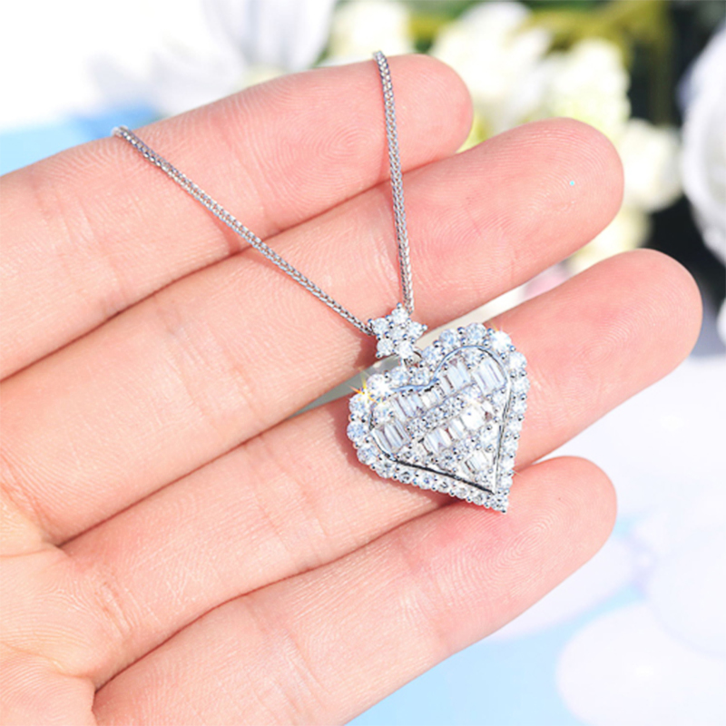 Huitan New Design of Heart Crystal Zircon Stone Pendent Necklace Shiny Love Heart Star Valentines Gift Wedding Female Jewelry