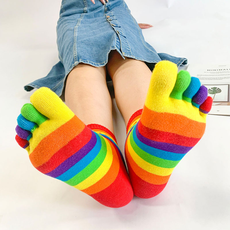 girls-in-toe-socks