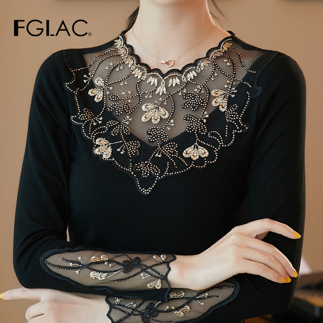 Women's shirt New 2019 Autumn long sleeve women blouse shirt Fashion Embroidery Mesh tops plus size hollow out lace tops 2