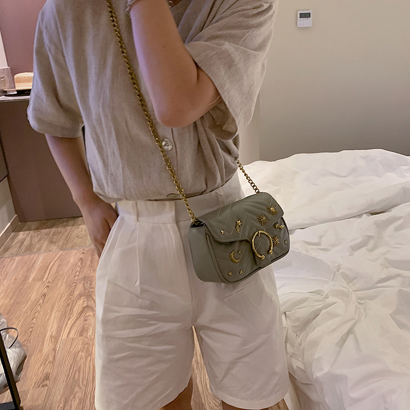 Beautiful girl rivets small crowdsourcing 2019 new fashion single shoulder oblique shoulder texture small chain saddle bag-in Top-Handle Bags from Luggage & Bags
