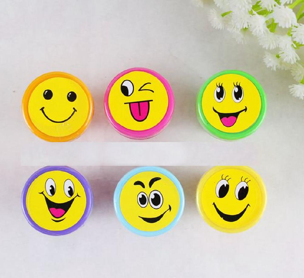 1PC Random Children Toy Stamps Cartoon Face Emoji Kids Seal For Scrapbooking Stamper DIY Painting Photo Decor