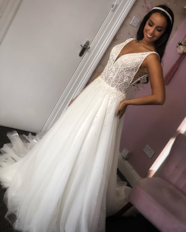 New Arrivals V-neck A Line Wedding Dresses 2020 With Pearls Beaded Spaghettie Strap Backless Tulle Wedding Gowns Robe Mariage