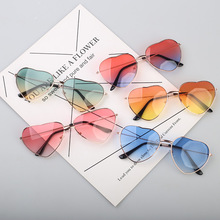 New Fashion Sexy Ladies Heart Shaped Sunglasses Metal Women Brand Designer Fashion Rimless Clear Ocean Lenses Sun Glasses feishini fashion black gradient sun glasses crystal square rimless sunglasses women vintage oversized classic brand designer