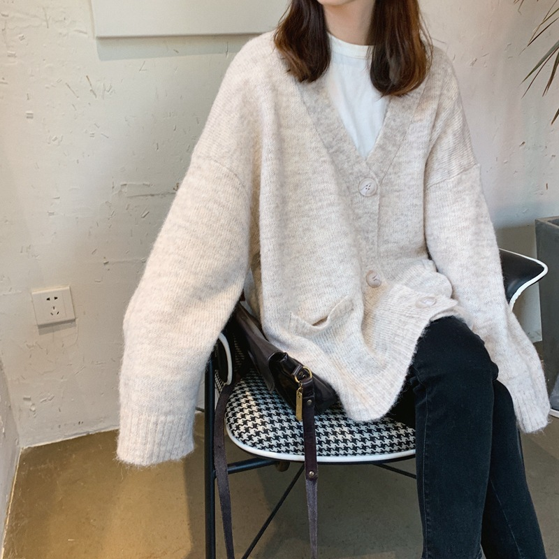 2019 Autumn And Winter Oversize Warm Three Buckle V-neck Mohair Thick Women Sweater Cardigan