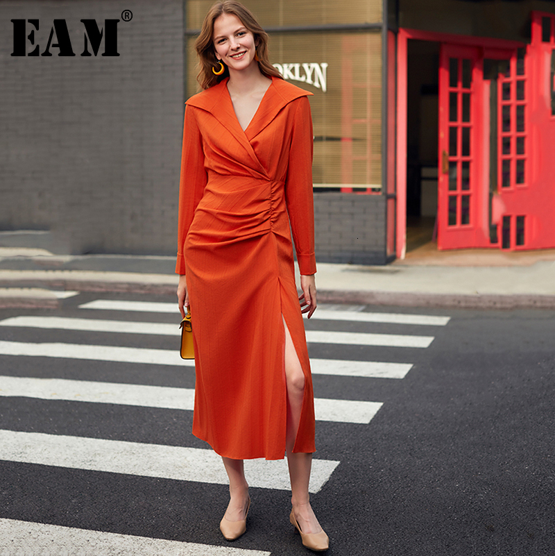 [EAM] Women Oranged Pleated Vent Temperament Dress New V-Neck Long Sleeve Loose Fit Fashion Tide Spring Autumn 2020 1K892